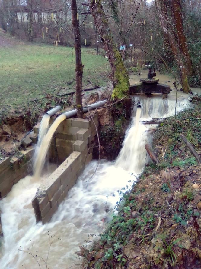 retenue sur le ruisseau  pour le moulin