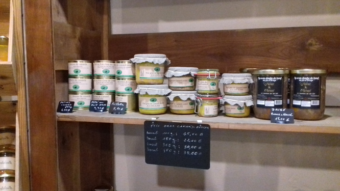 Les produits Val Salat dans une épicerie fine