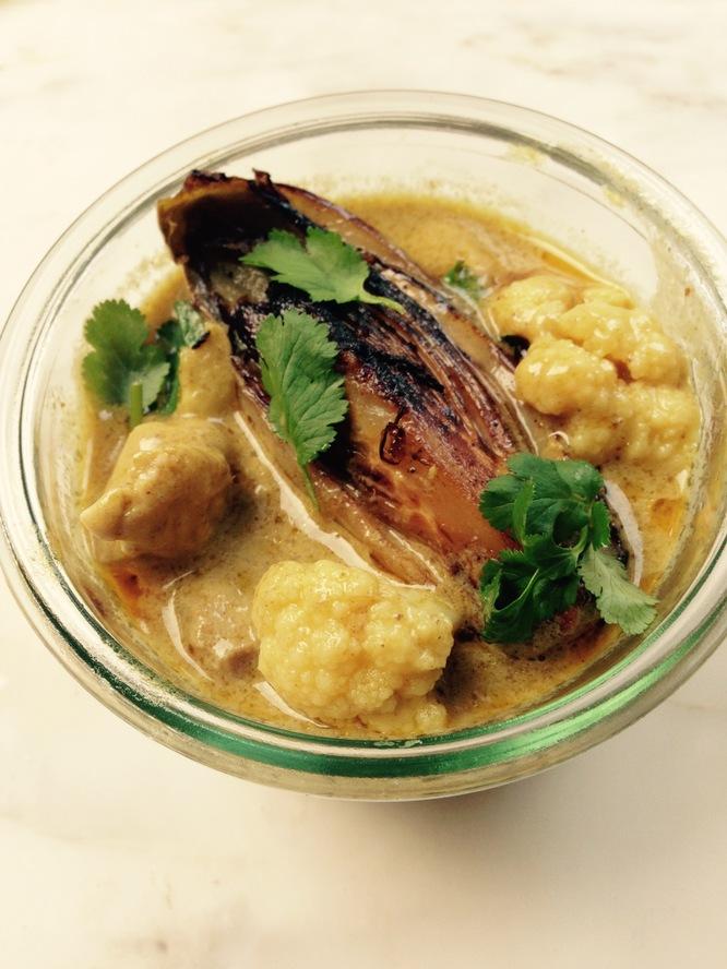 Curry jaune de poulet fermier et son chicon braisé