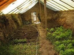 La serre enterrée ou semi-enterrée : avantages et construction