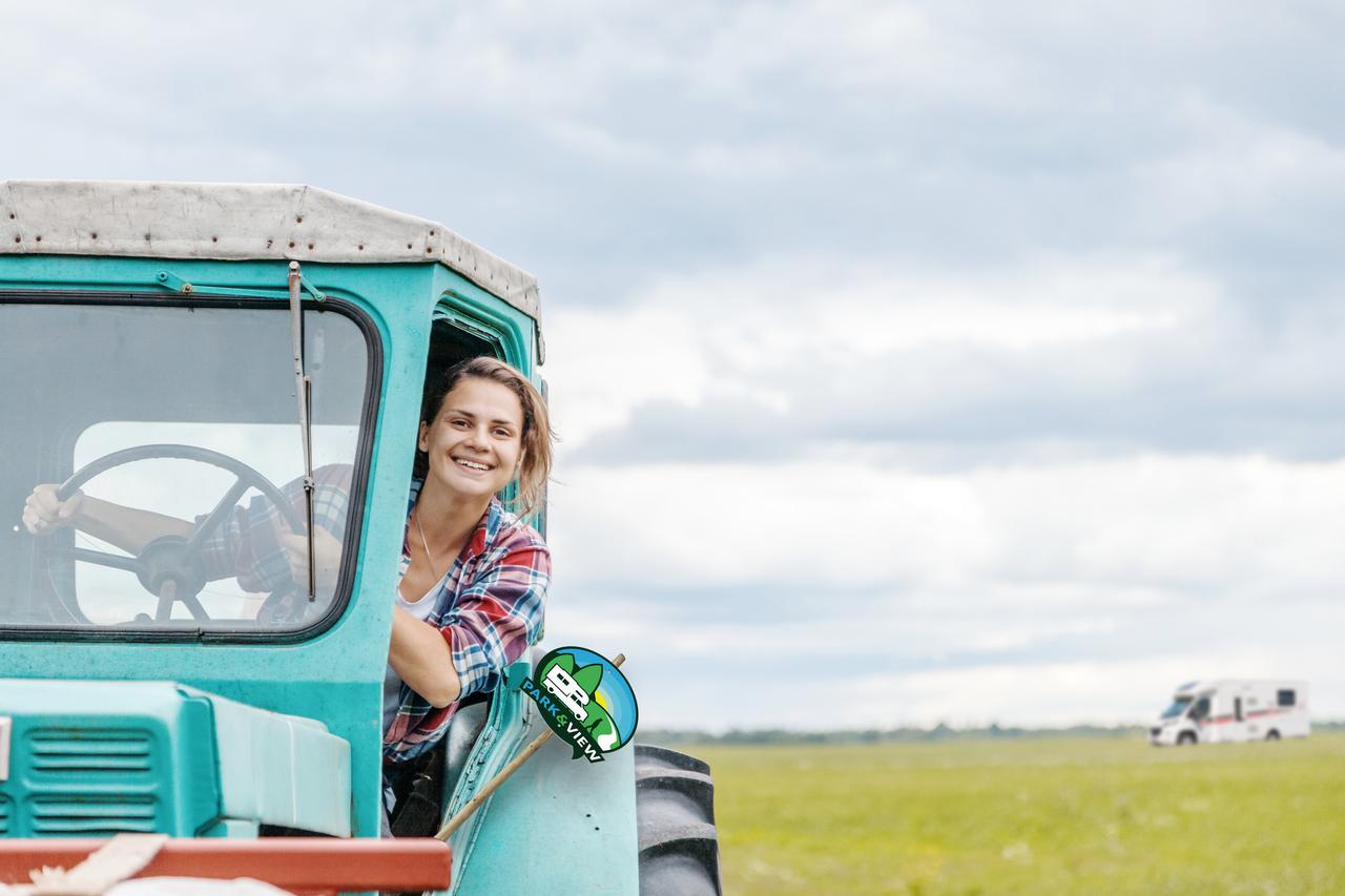 Femme tracteurcc panneau